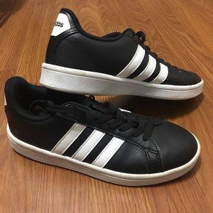 Black Adidas Cloudfoam/ Size 6